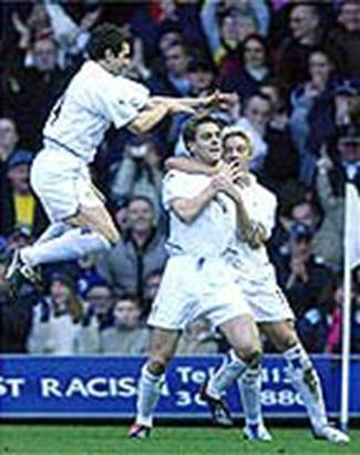 2003 Chelsea Okon and Smith congratulate Woodgate 1